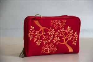 Dompet Naica Red Trees